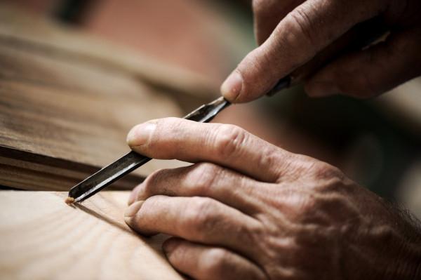Talla en Madera Gubiarte Tallado Con Gubia y Martillo Curso de Talla en Madera detalle en madera