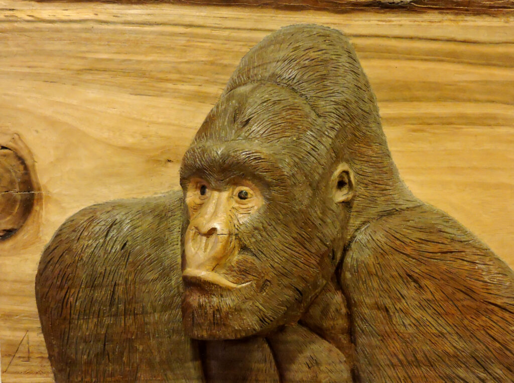 Gorila 1. Alumno Escuela de Talla en madera Gubiarte