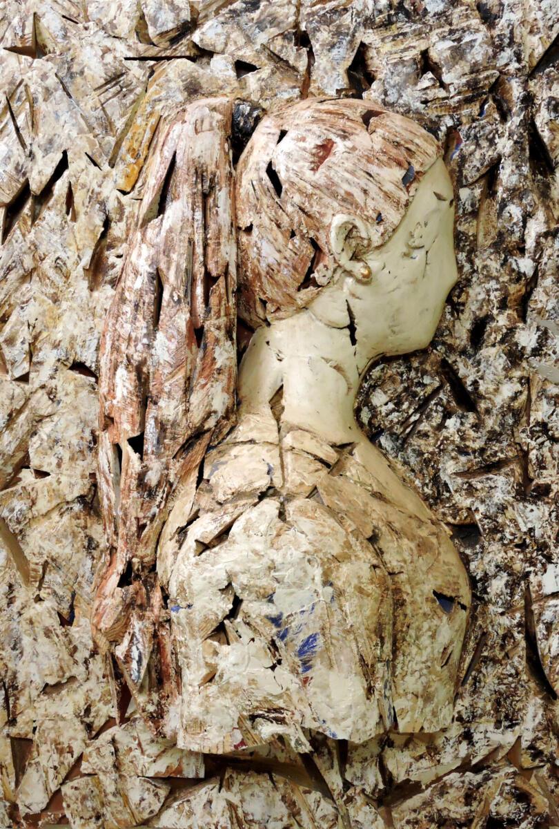 Alicia. Madera policromada. 79x115x27 cm. Talla en madera. Gubiarte.jpg
