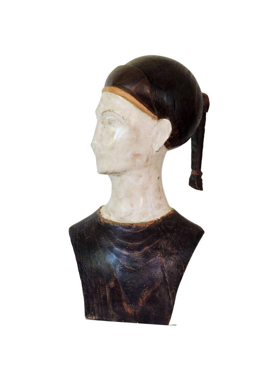 Xía. Ciprés y estuco. 20x36,5x15,5 cm. Talla en madera. Gubiarte